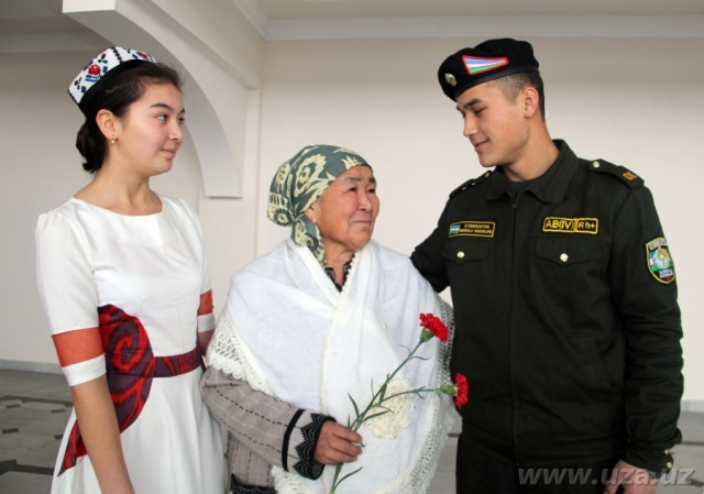 SOLDIERS' MOTHERS ARE THE HAPPIEST